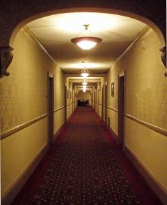 corridor-495262_1280